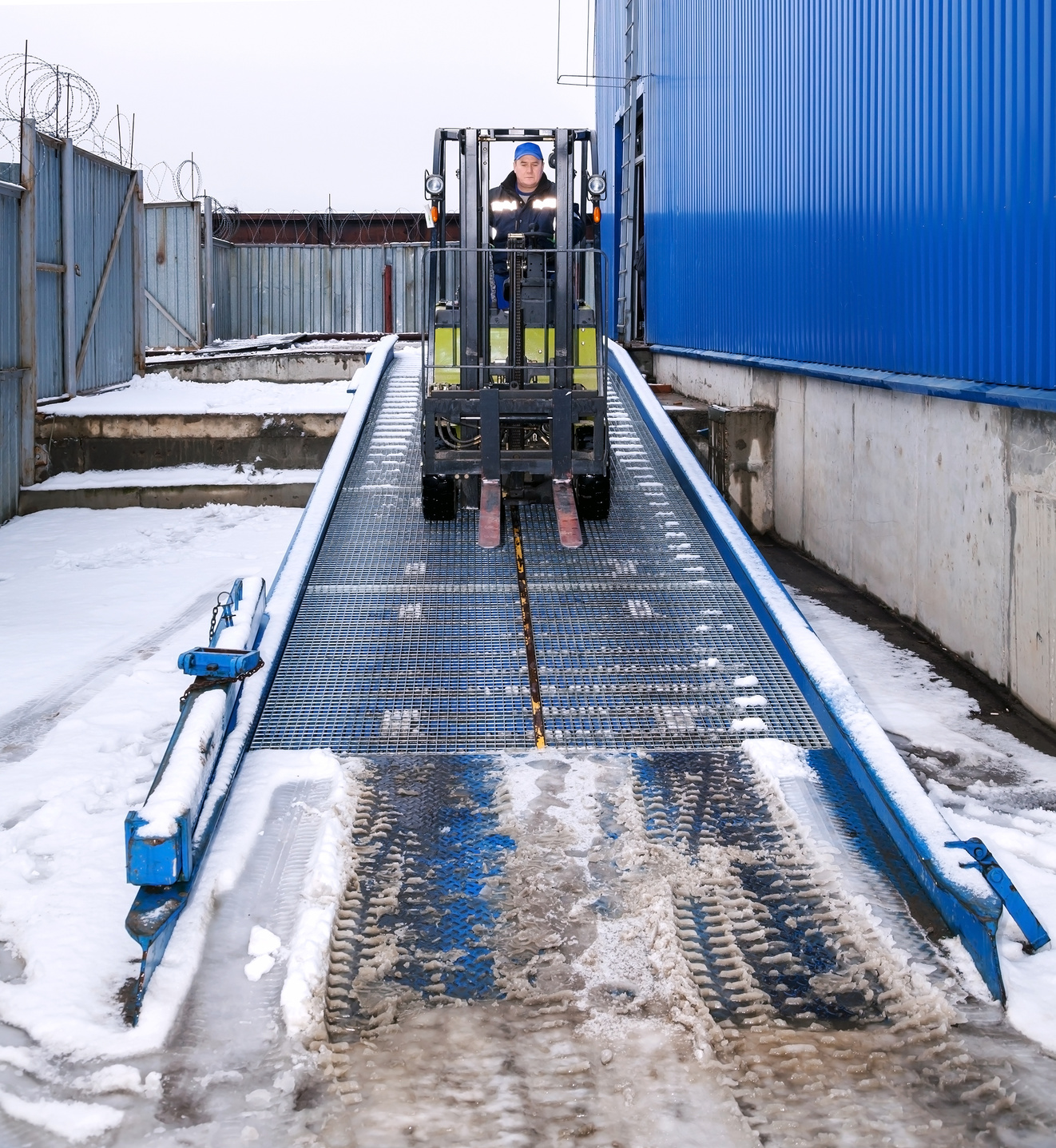 Forklift Safety on Inclines, Slopes, and Ramps