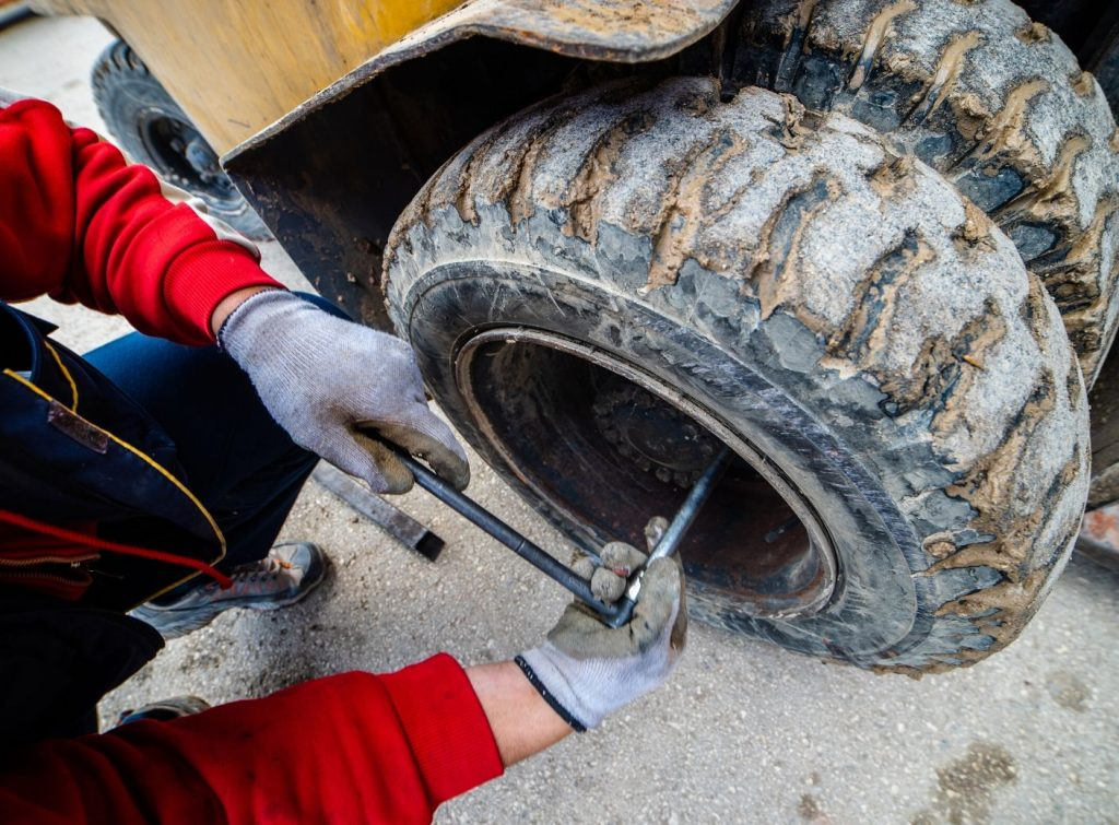 Signs a Forklift Needs To Be Repaired